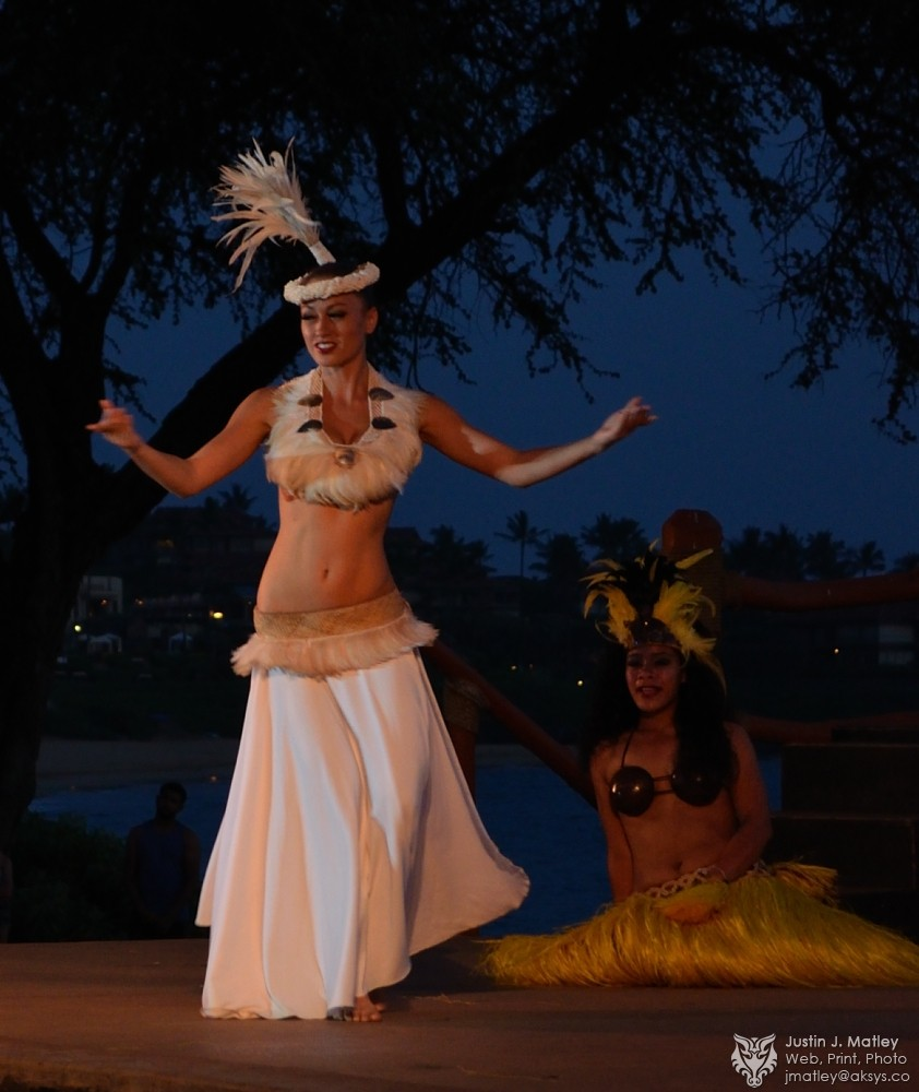 godess-of-life-hula-dance-during-luau-in-hawaii