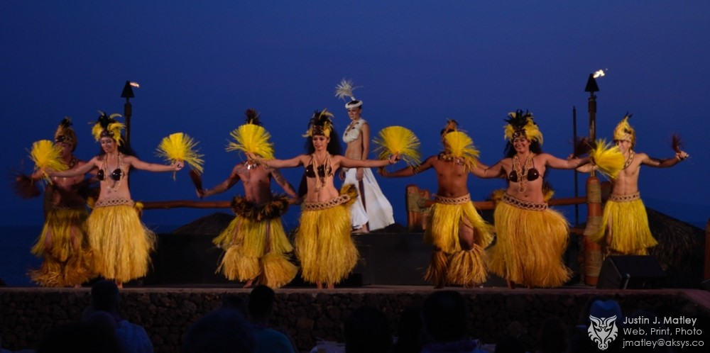 hula-dancing-in-wailea-hawaii