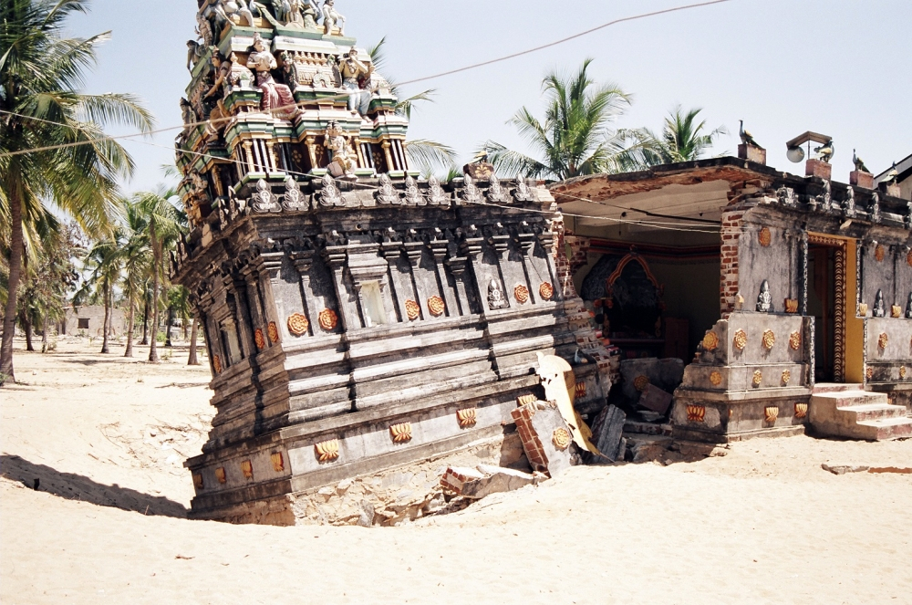 sunami-ruined-temple-in-batticalo-sri-lanka