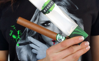 Find E*Blunt electronic vaporizers and flavored vapes at EBlunt.com.